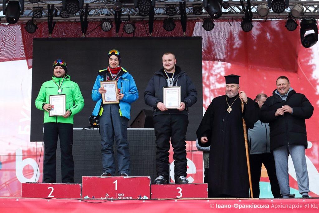 На Франківщині священники та семінаристи позмагались за першість з гірськолижного спорту 8