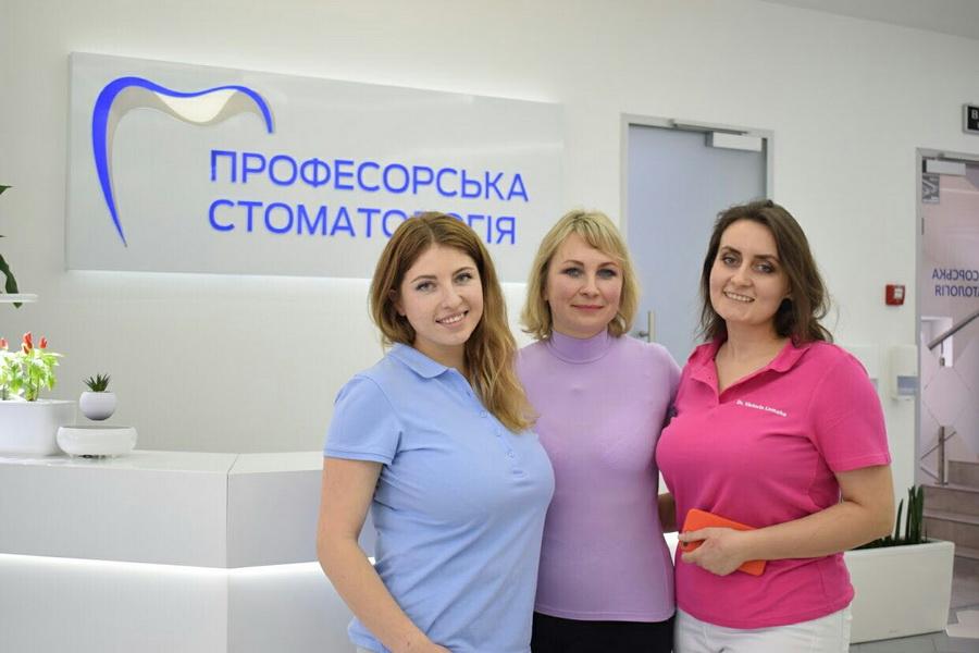 Лікарі-інтерни ІФНМУ стали призерами престижного стоматологічного конкурсу 8