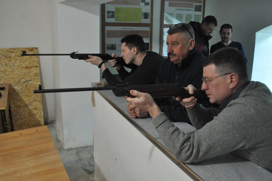 Серед працівників франківського медуніверситету визначили найкращих стрільців з пневмата 1