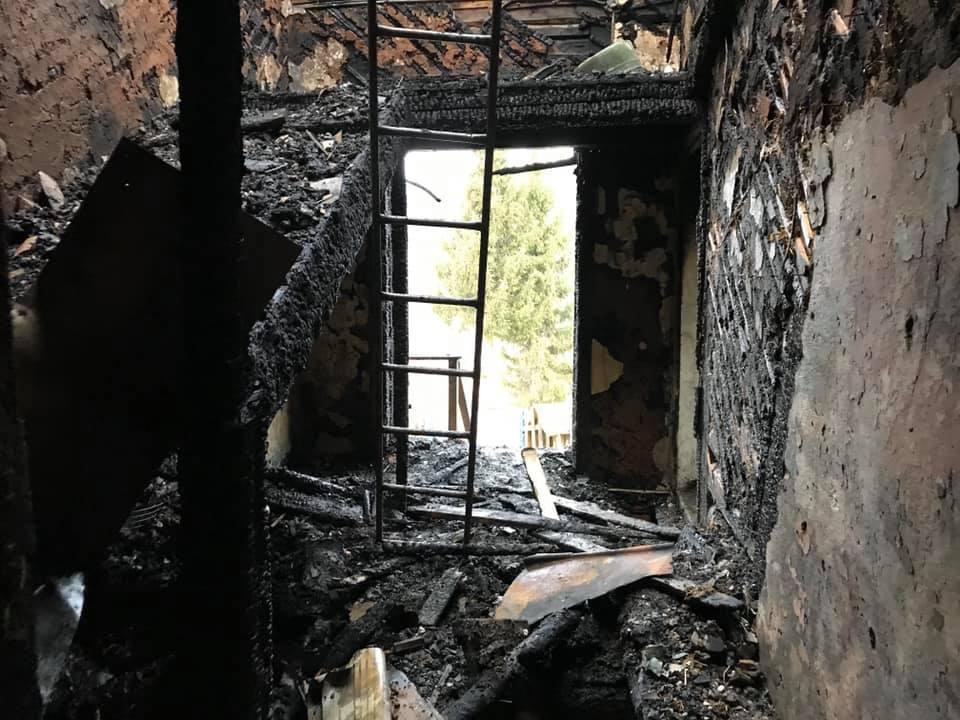 У Ворохті чоловік підпалив будинок, в якому була сім'я з двома дітьми 1