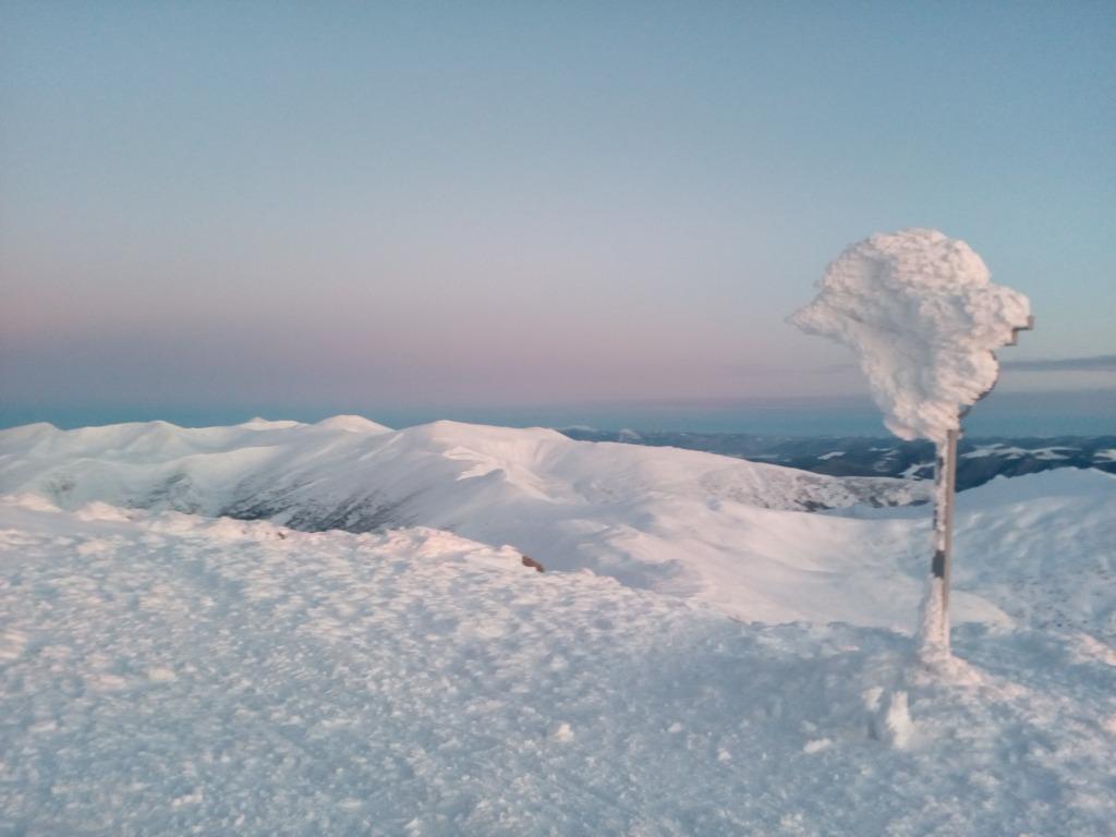 Зимова казка: прикарпатці діляться неймовірними фото та відео засніжених Карпат 20