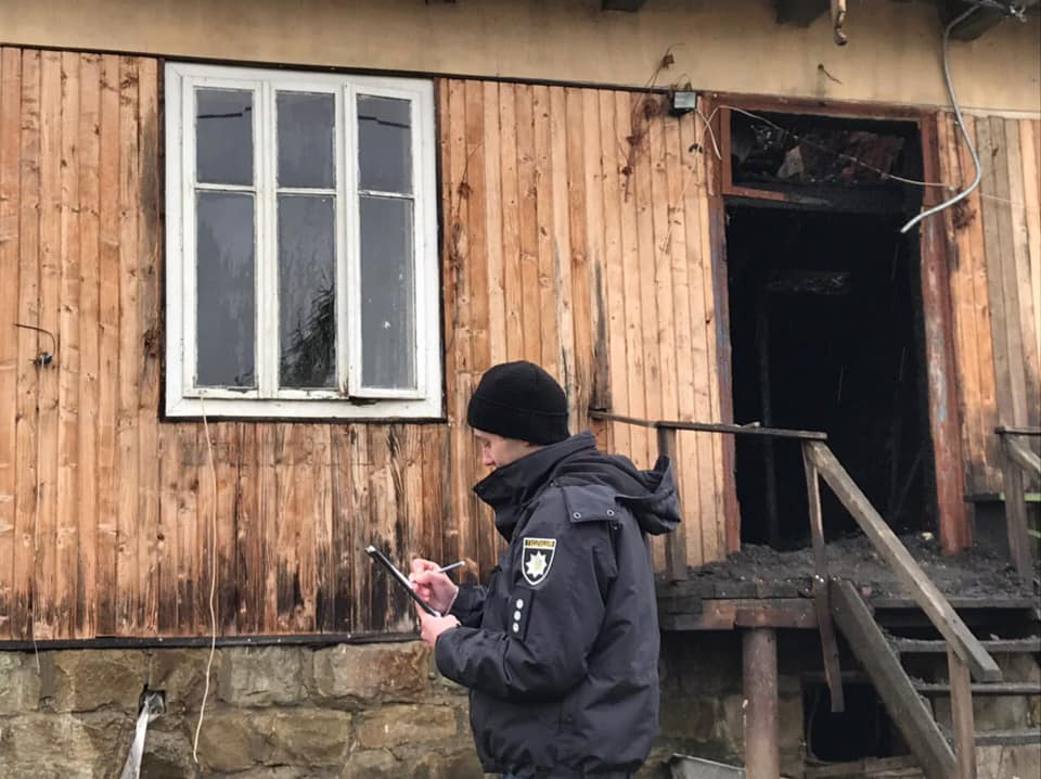 У Ворохті чоловік підпалив будинок, в якому була сім'я з двома дітьми 2