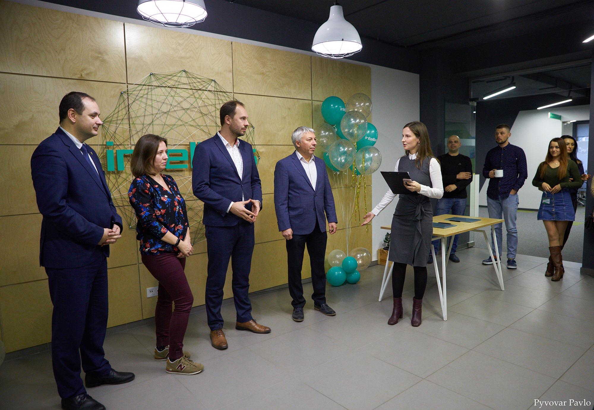 Одна з найбільших ІТ-компаній України відкрила офіс у Франківську 6