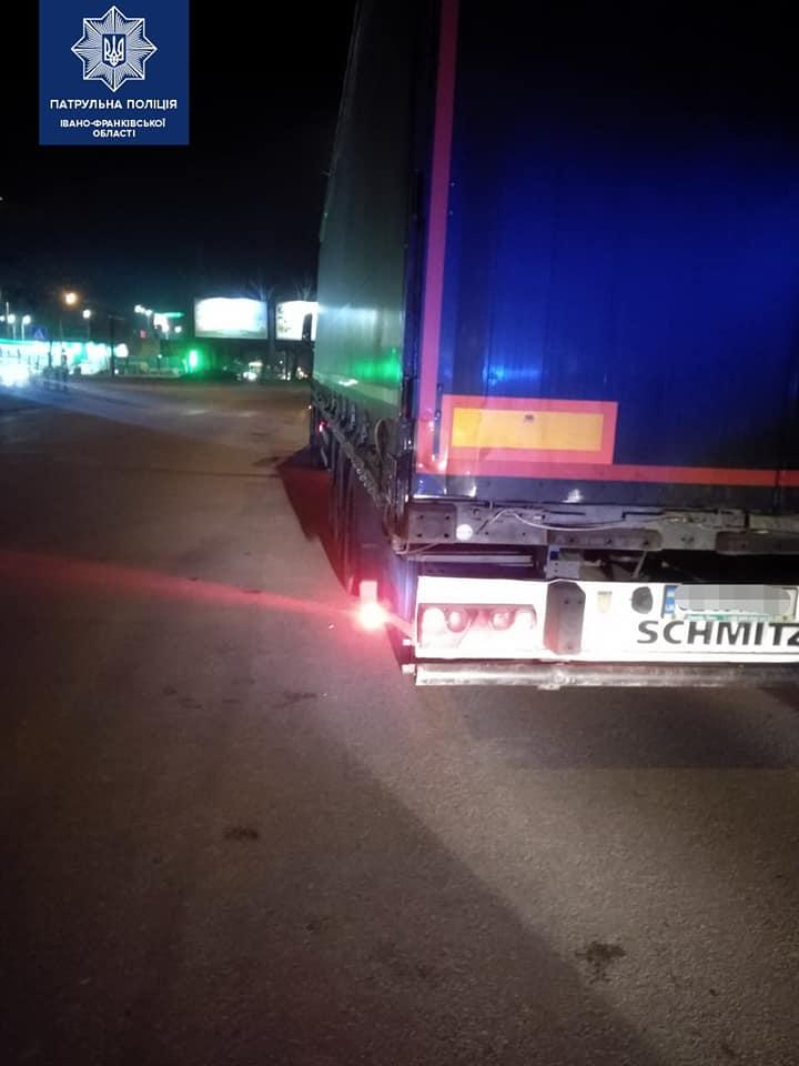 Франківські патрульні знайшли п'яного водія, який скоїв ДТП і втік 2