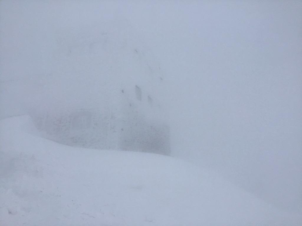 Зимова казка: прикарпатці діляться неймовірними фото та відео засніжених Карпат 16