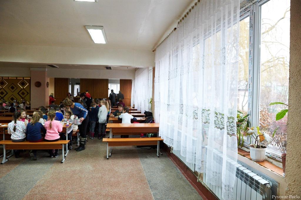 В одній з найбільших шкіл Франківська завершили заміну вікон та дверей 8
