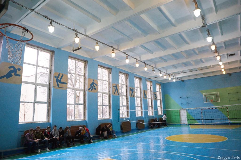 В одній з найбільших шкіл Франківська завершили заміну вікон та дверей 10