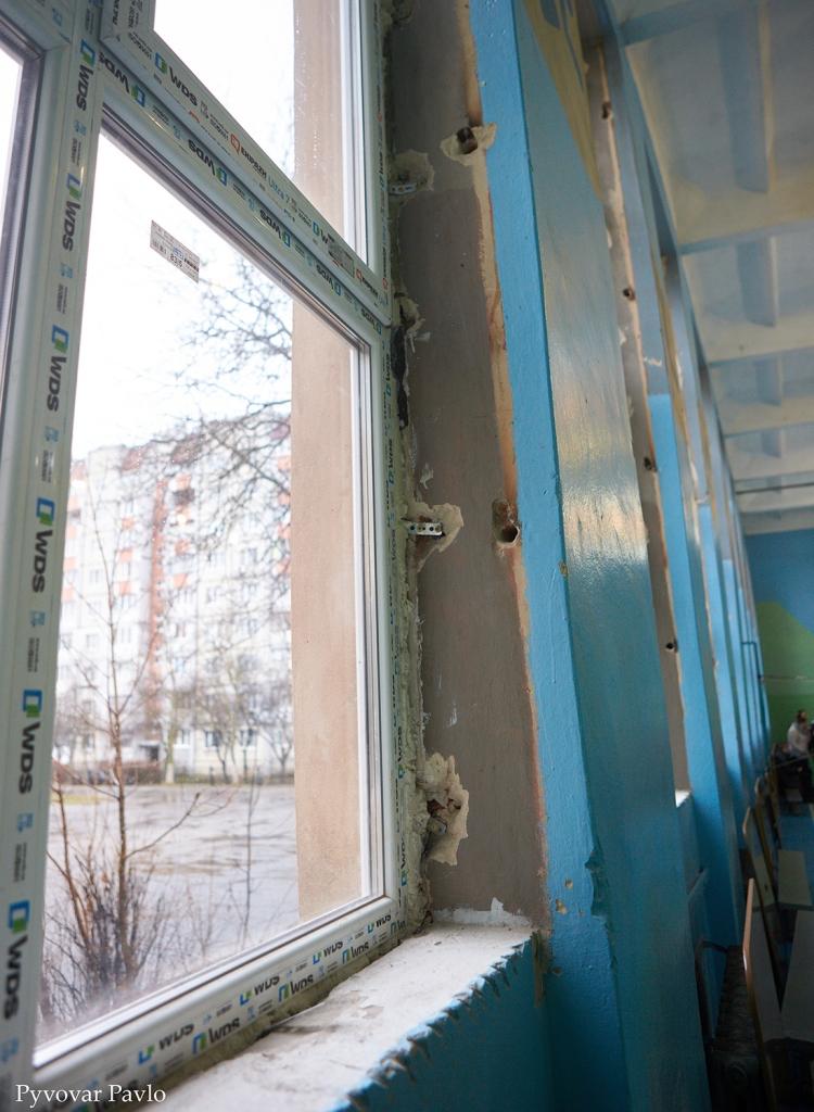 В одній з найбільших шкіл Франківська завершили заміну вікон та дверей 4