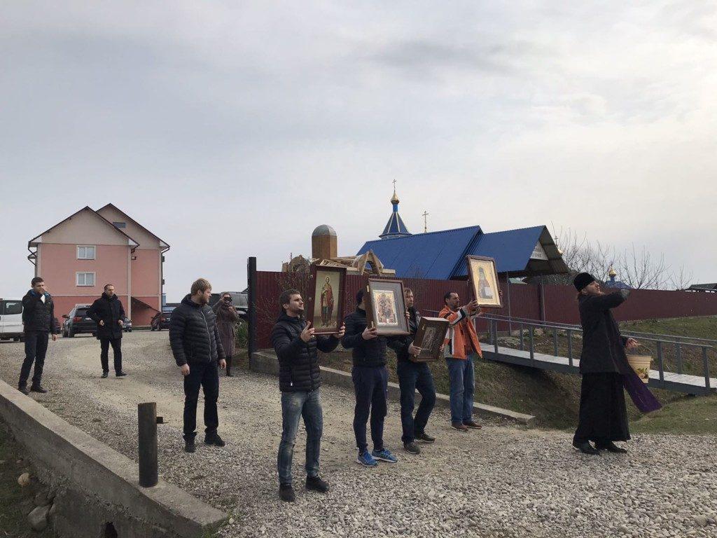 УПЦ МП на Прикарпатті провела хресні ходи проти коронавірусу 2
