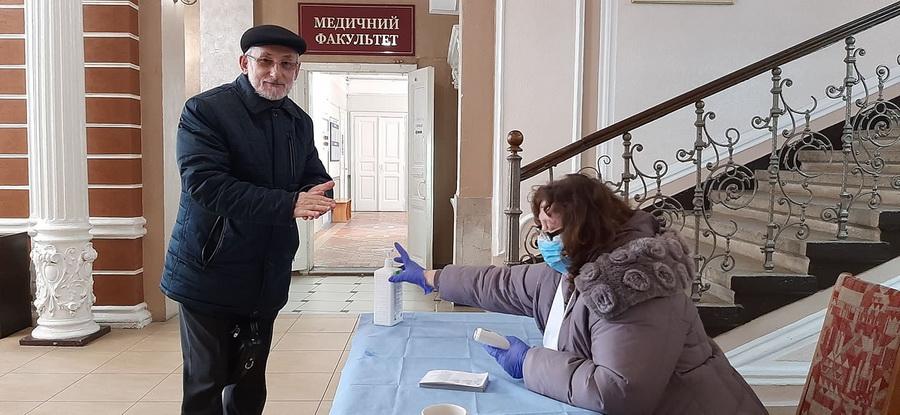 Медики з ІФНМУ облаштували пункти скринінгу по Франківську 1
