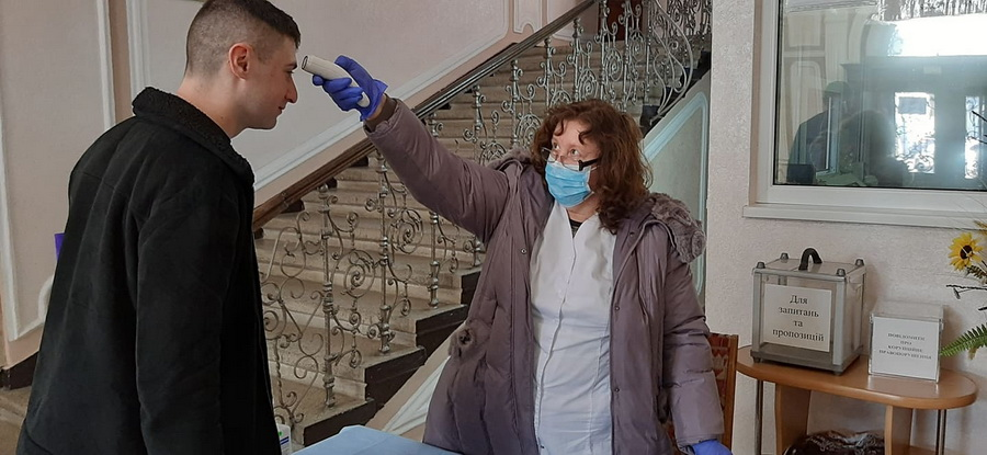 Медики з ІФНМУ облаштували пункти скринінгу по Франківську 3