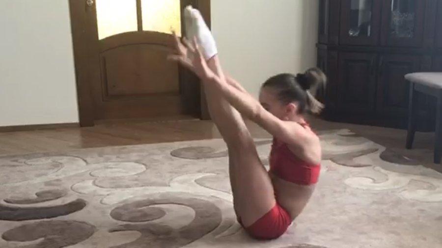 Як франківські гімнастки тренуються вдома 2