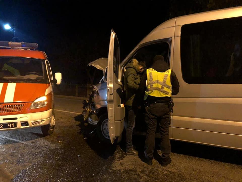 Поліція шукає водія, який скоїв ДТП на Надвірнянщині і втік 2