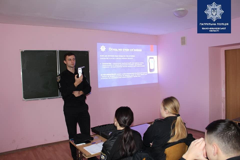 """""""Окуляри п'яниці"""" презентували студентам Прикарпатської поліцейської академії 2"""