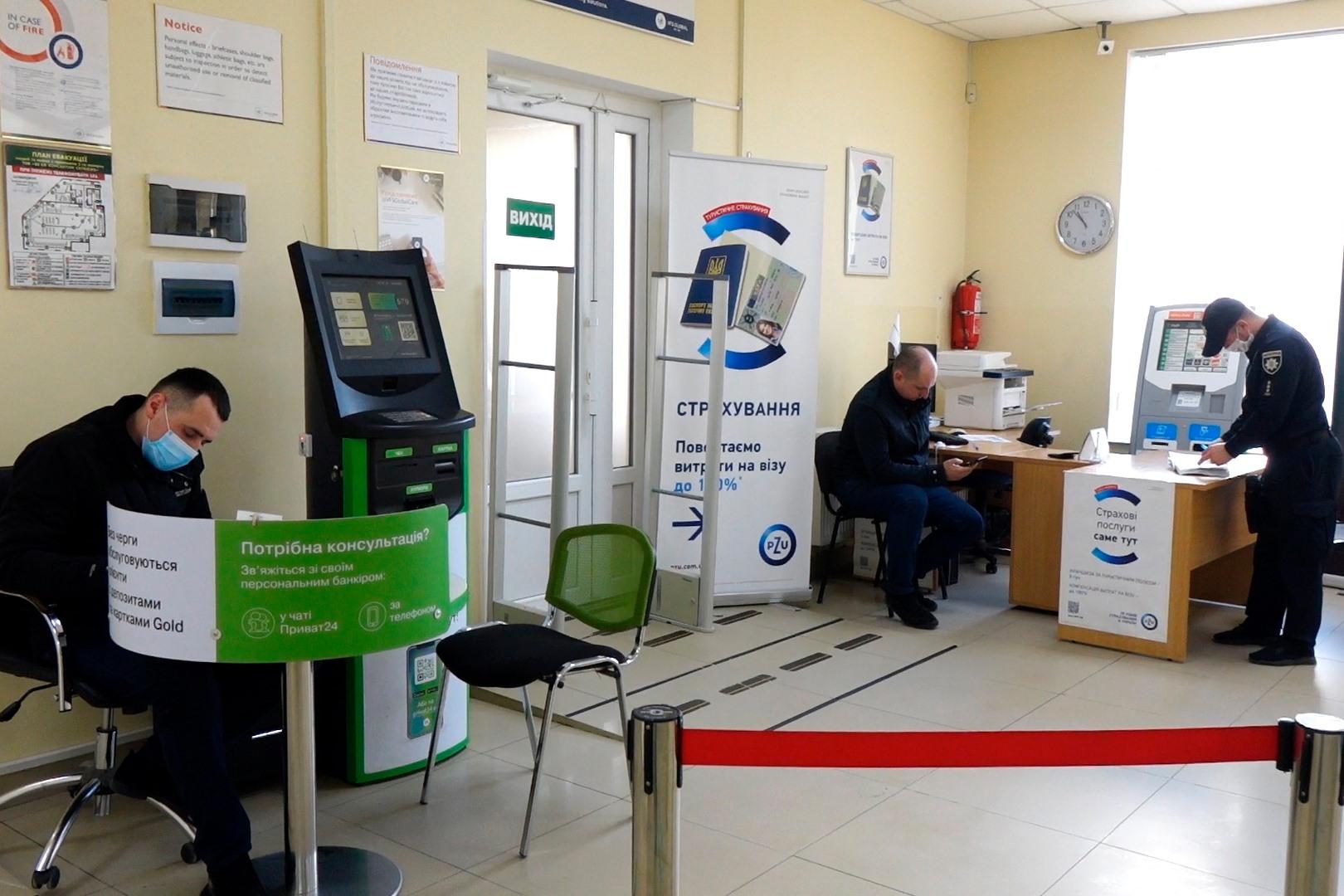 Директора візового центру у Франківську оштрафували за порушення карантину 2