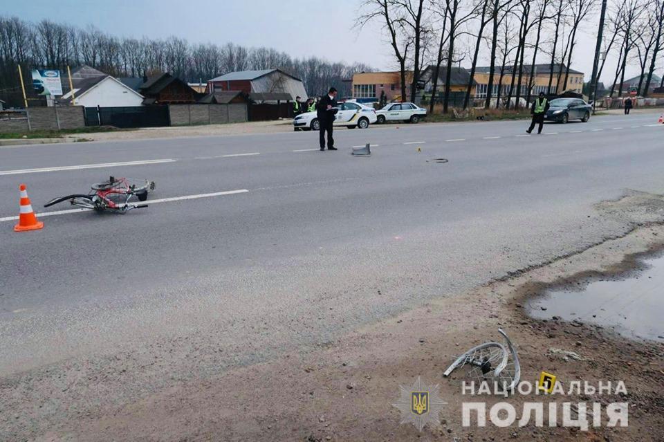Поліцейські з'ясовують обставини ДТП в Угринові, у якій травмувалась велосипедистка 2