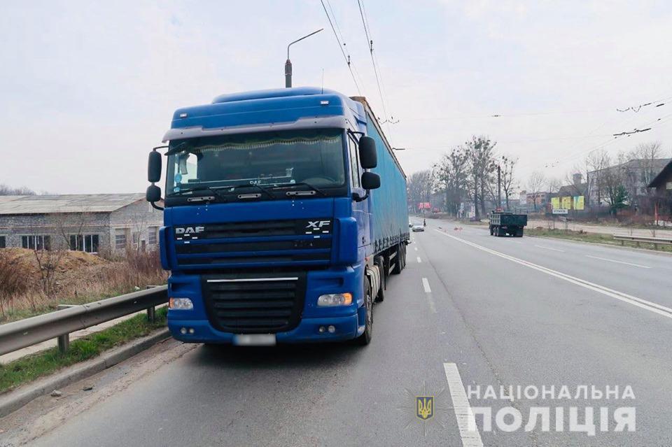 Поліцейські з'ясовують обставини ДТП в Угринові, у якій травмувалась велосипедистка 1