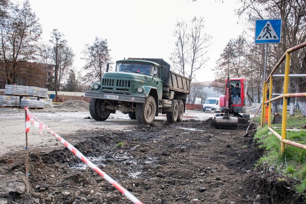 В Опришівцях відновили ремонт дороги 4