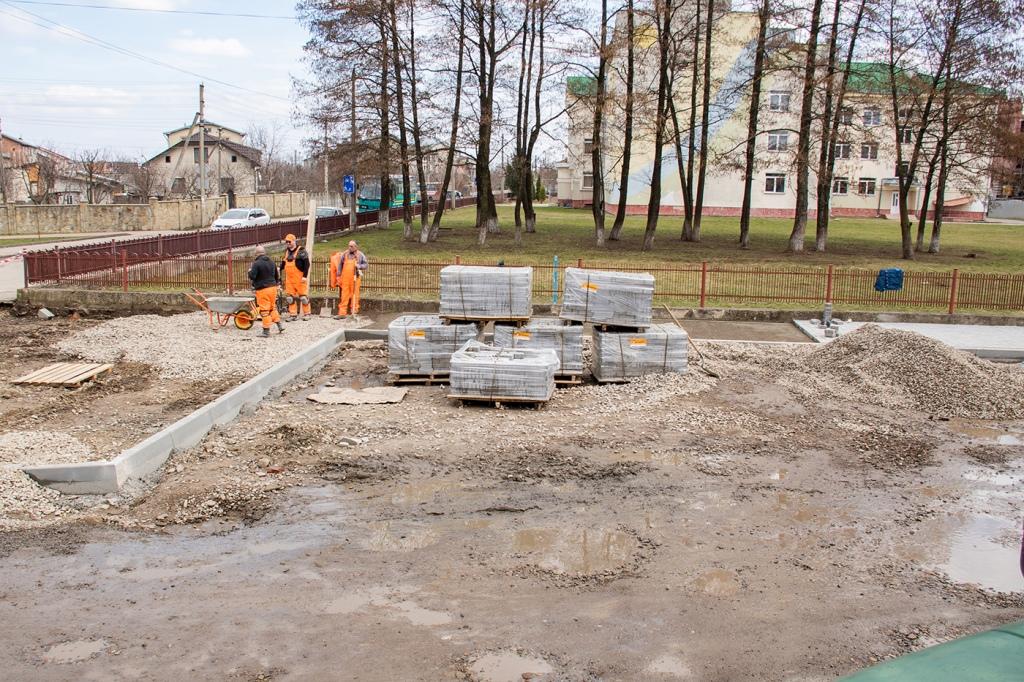 В Опришівцях відновили ремонт дороги 8