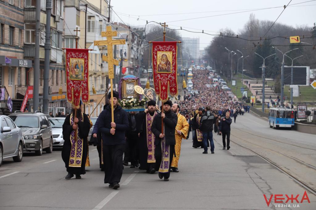 У Вінниці відбулась хресна хода УПЦ МП проти коронавірусу 2