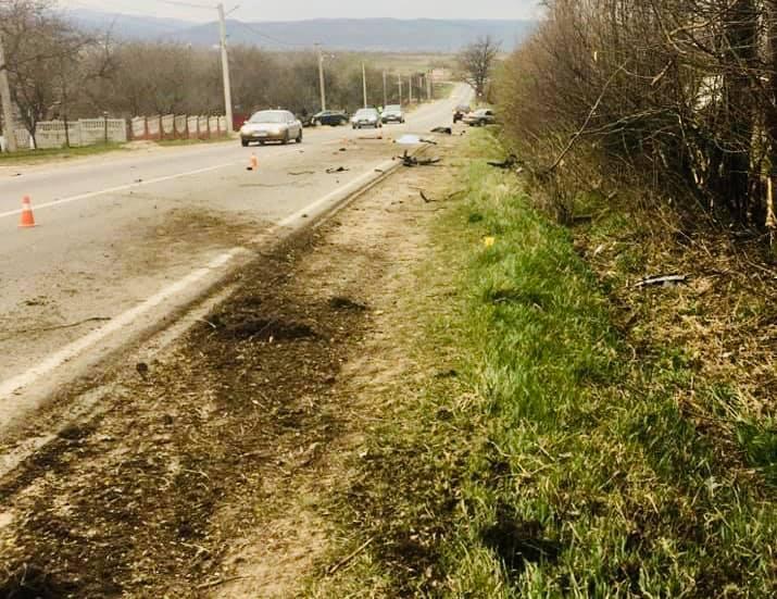 """На виїзді з Долини """"Ауді"""" злетіла з дороги – водій загинув, пасажир в лікарні 2"""
