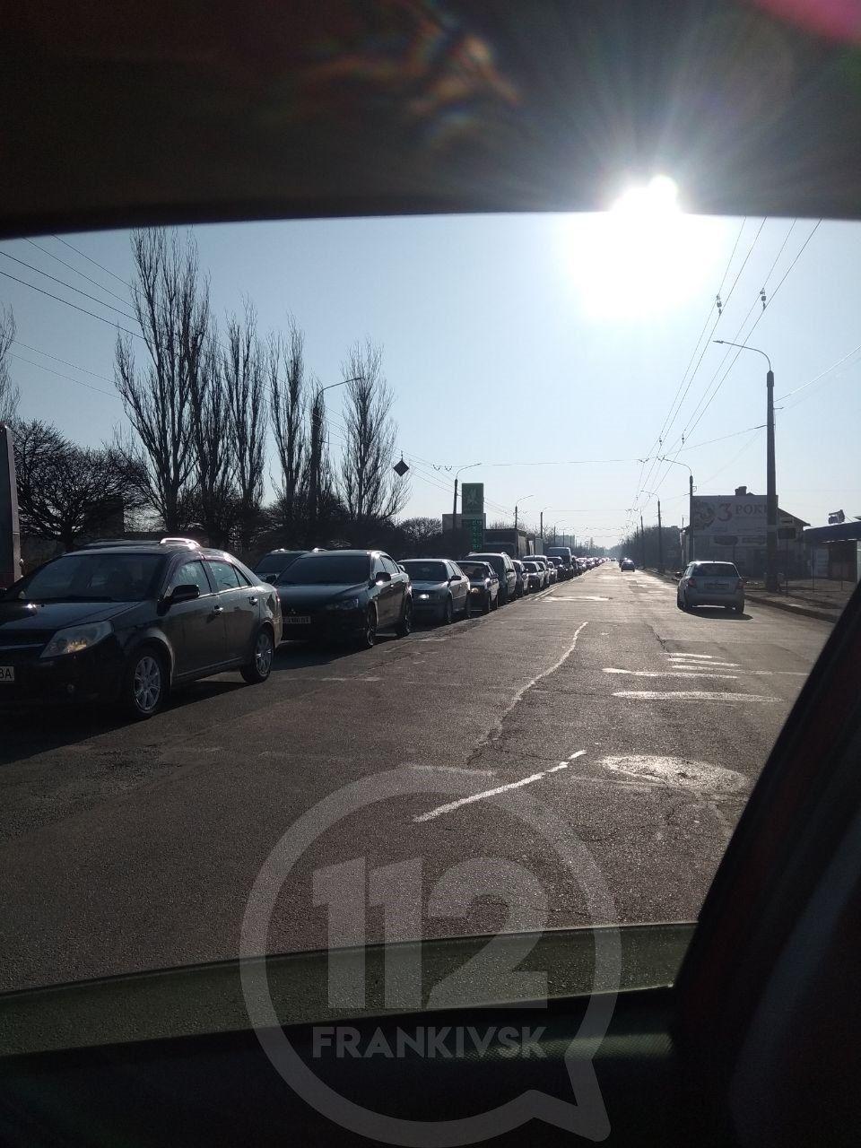 У Франківську запрацювали блокпости: на в'їздах у місто величезні затори 1