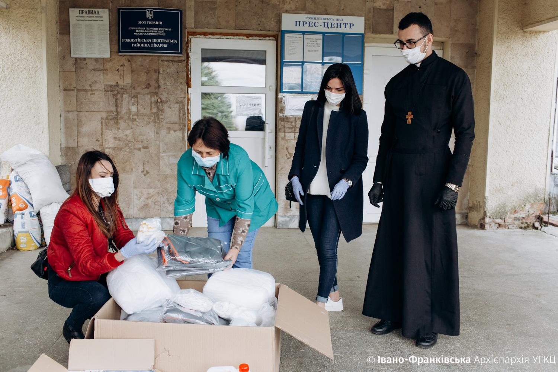 Франківська Архієпархія УГКЦ передала засоби захисту у лікарні Долини і Рожнятова 1