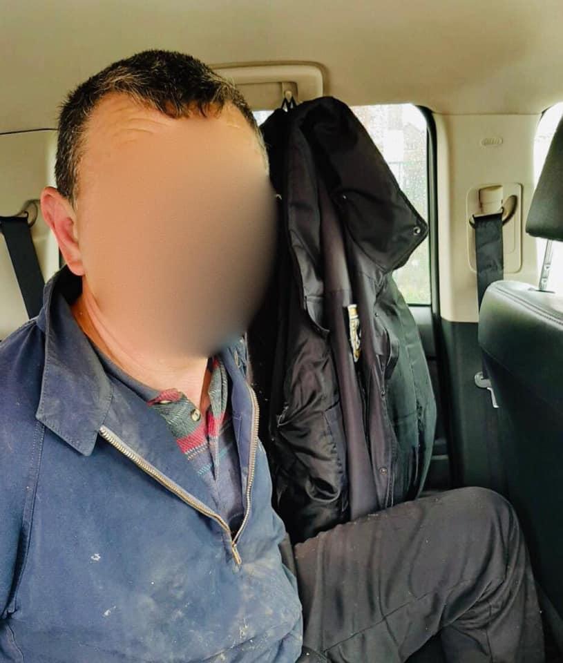 У Підпечерах п'яний водій на тротуарі наїхав на трьох дітей і втік 2