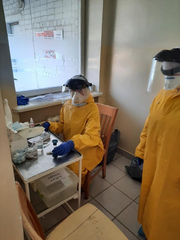 """6 """"позитивних"""" на коронавірус у Франківській поліклініці №4 - аналізи перевіряють 2"""