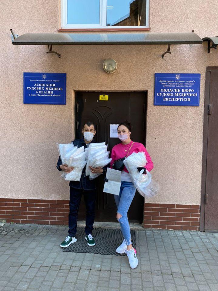 580 експрес-тестів та захист для медиків передали в лікарні Франківська 2