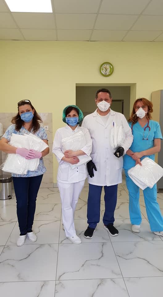 580 експрес-тестів та захист для медиків передали в лікарні Франківська 6