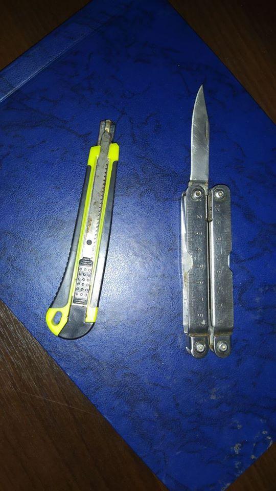 Судова охорона знайшла три ножі у відвідувачів міського суду Франківська 1