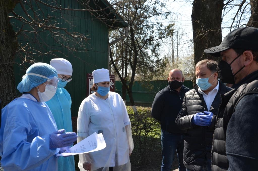 Лікарні Прикарпаття отримали 200 захисних костюмів від Фонду Порошенка 3