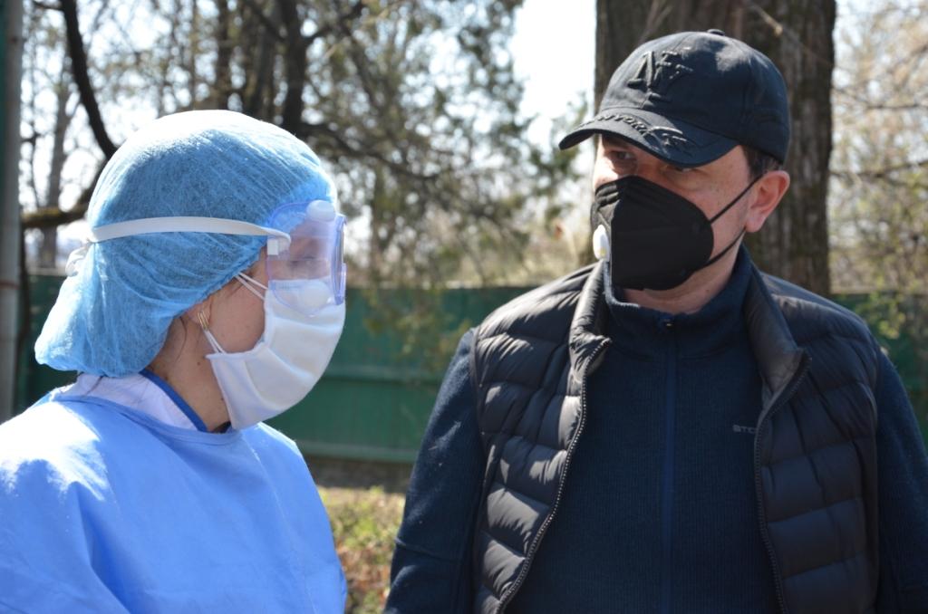 Лікарні Прикарпаття отримали 200 захисних костюмів від Фонду Порошенка 5
