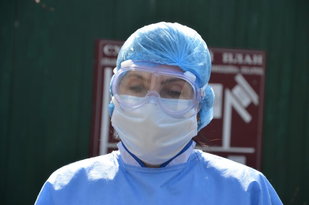 Лікарні Прикарпаття отримали 200 захисних костюмів від Фонду Порошенка 1