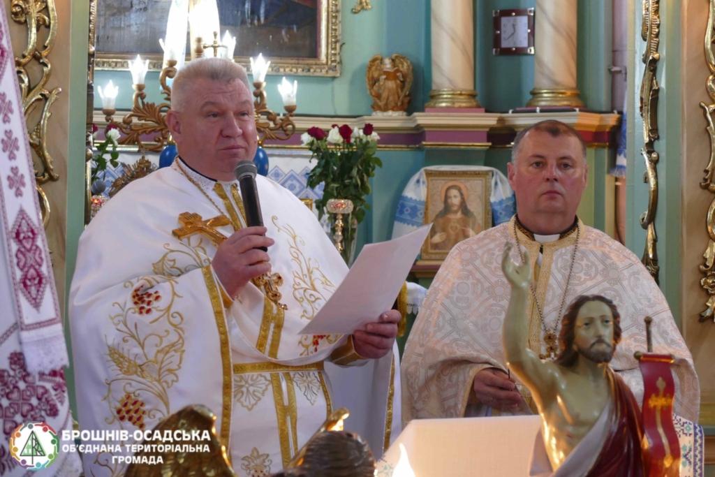 У Креховичах, де священник загинув у ДТП, парафіянам представили нового настоятеля 1
