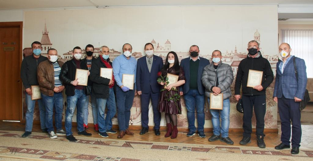 В День міста нагородили волонтерів, які возять медиків на роботу 4