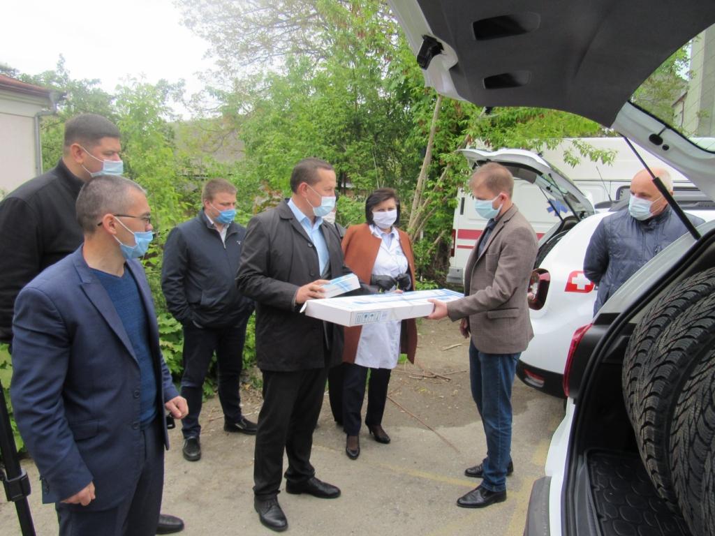 Сімейні лікарі Надвірнянщини отримали автомобілі й медобладнання 1