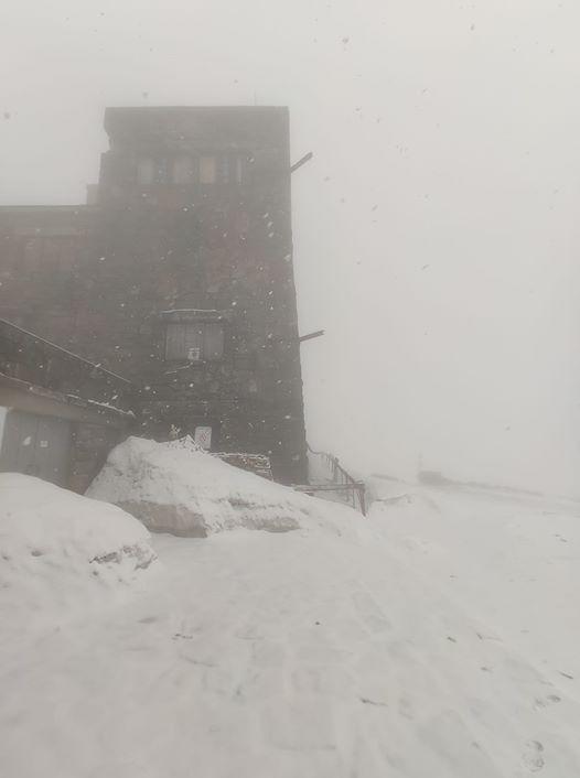 Травневий сніг: у Карпатах на Чорногорі хурделить 2