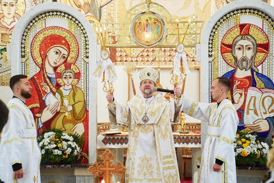 Парафіяльну каву презентували Марцінківу на храмовому святі у Крихівцях 2