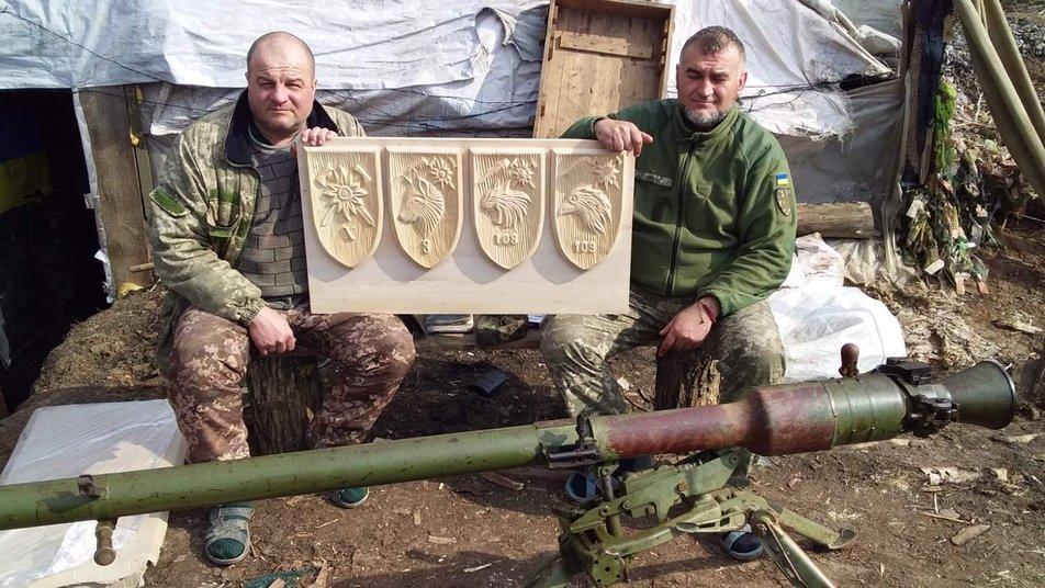 Ветеран війни в Коломиї робить палети з відходів 2