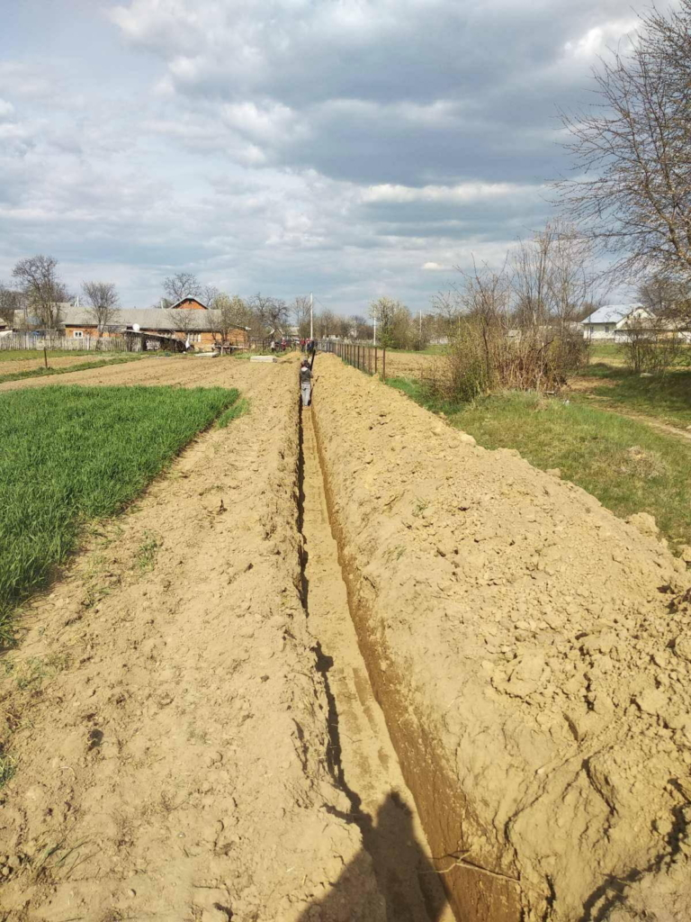 У селі Пасічна роблять водопровід