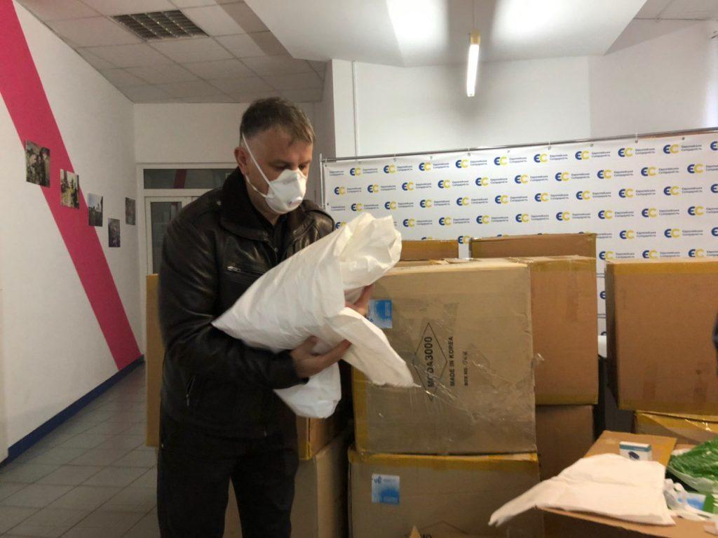 Фонд Порошенка передав медикам Прикарпаття пульсоксиметри і захисні костюми 4