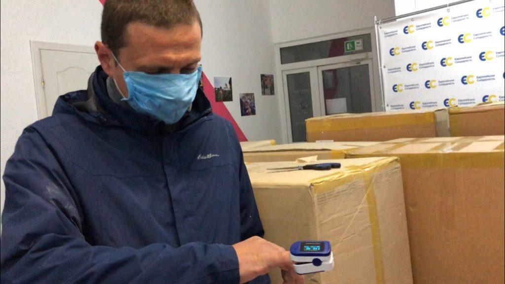 Фонд Порошенка передав медикам Прикарпаття пульсоксиметри і захисні костюми 2