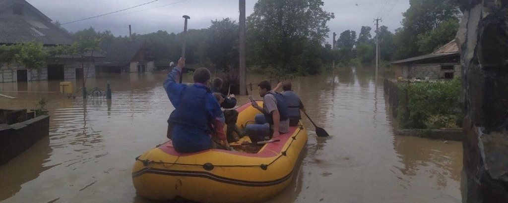 Троє людей відмовилися покинути свої затоплені будинки в Маріямполі над Дністром 4