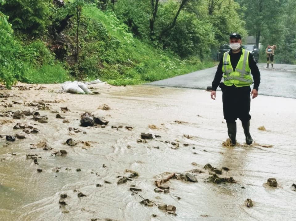 У поліції назвали населені пункти Прикарпаття, які найбільше потерпають від негоди 6