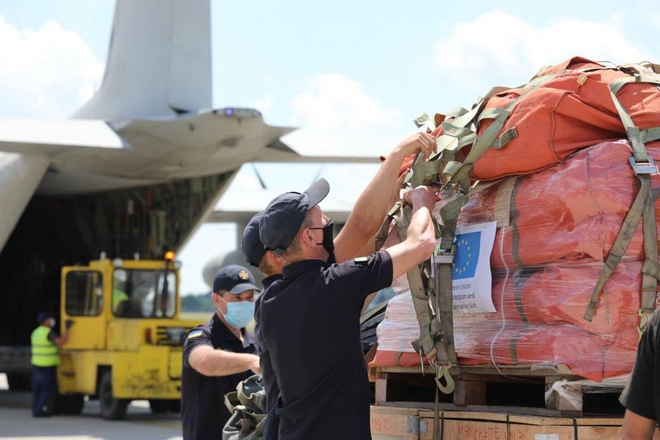 Італія передала техніку і рятувальні засоби для ліквідації наслідків повені на Прикарпатті 1