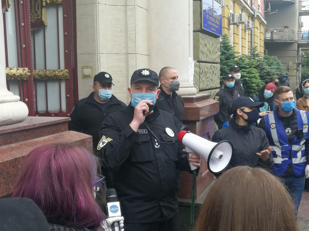 У Франківську під поліцією вимагали відставки Авакова 3