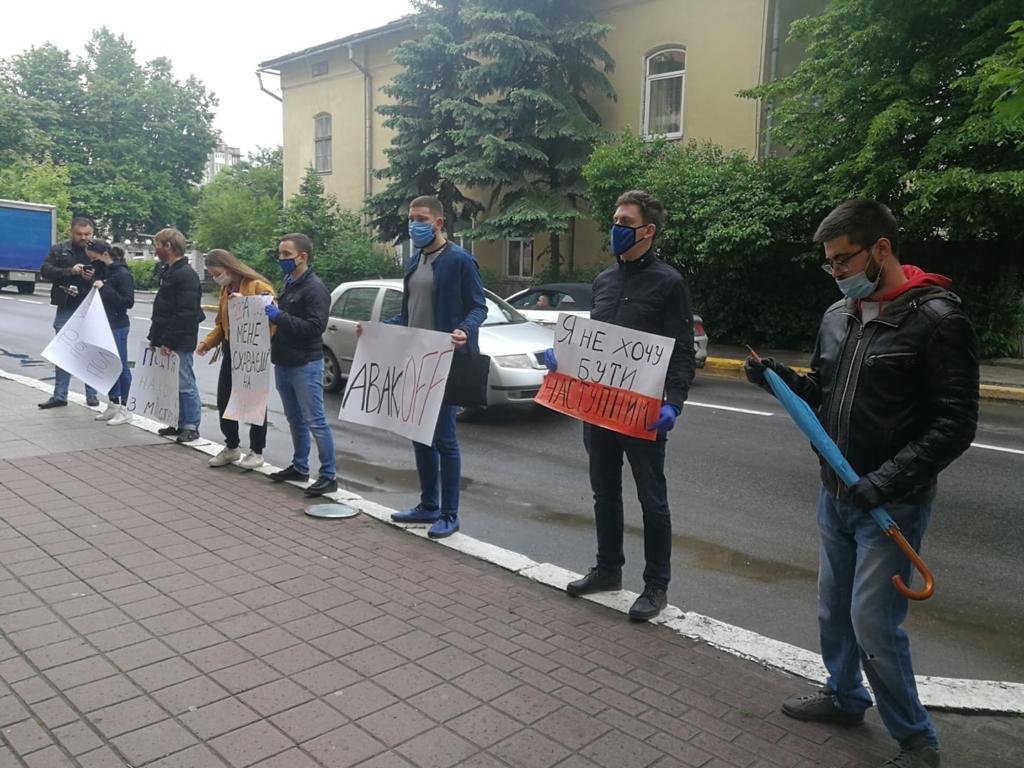 У Франківську під поліцією вимагали відставки Авакова 1