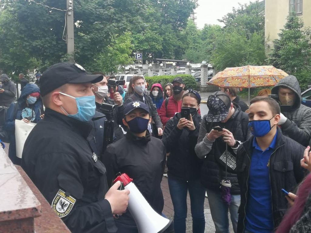 У Франківську під поліцією вимагали відставки Авакова 4